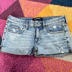 Express shortie low rise shorts!